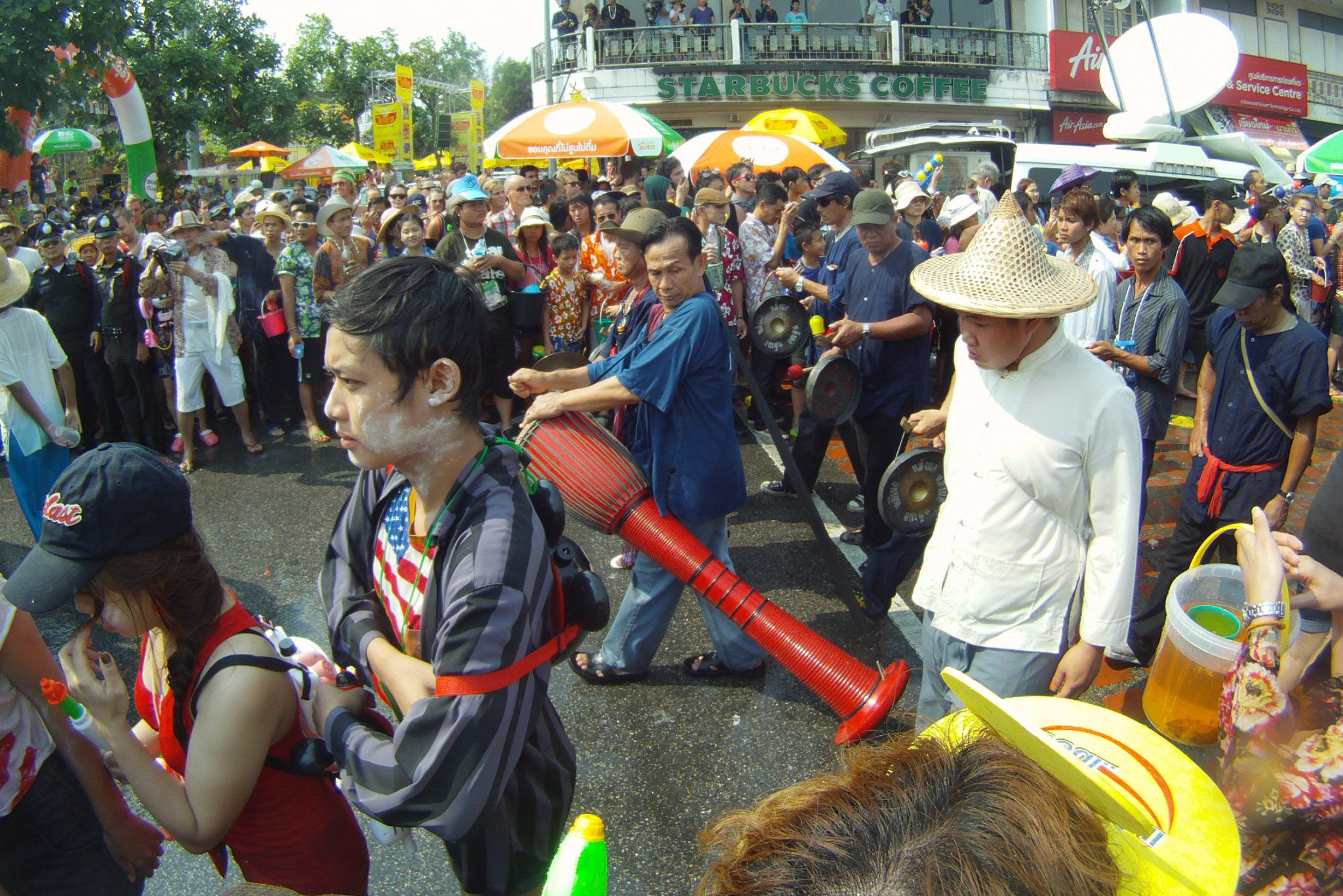 Chiang Mai Parade during Songkran - Happymind Travels