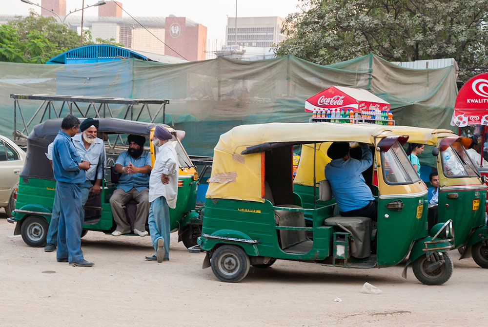 Rickshaw Drivers at Connaught Place - Happymind Travels