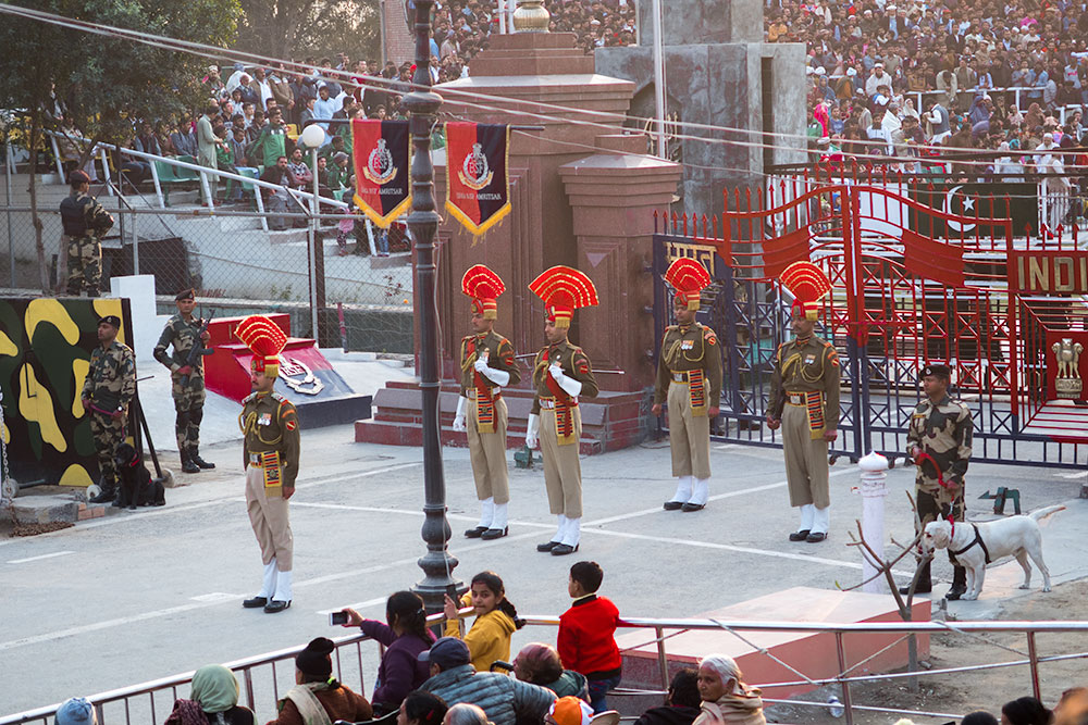Wagah Border Soldiers in Lahore | Happymind Travels