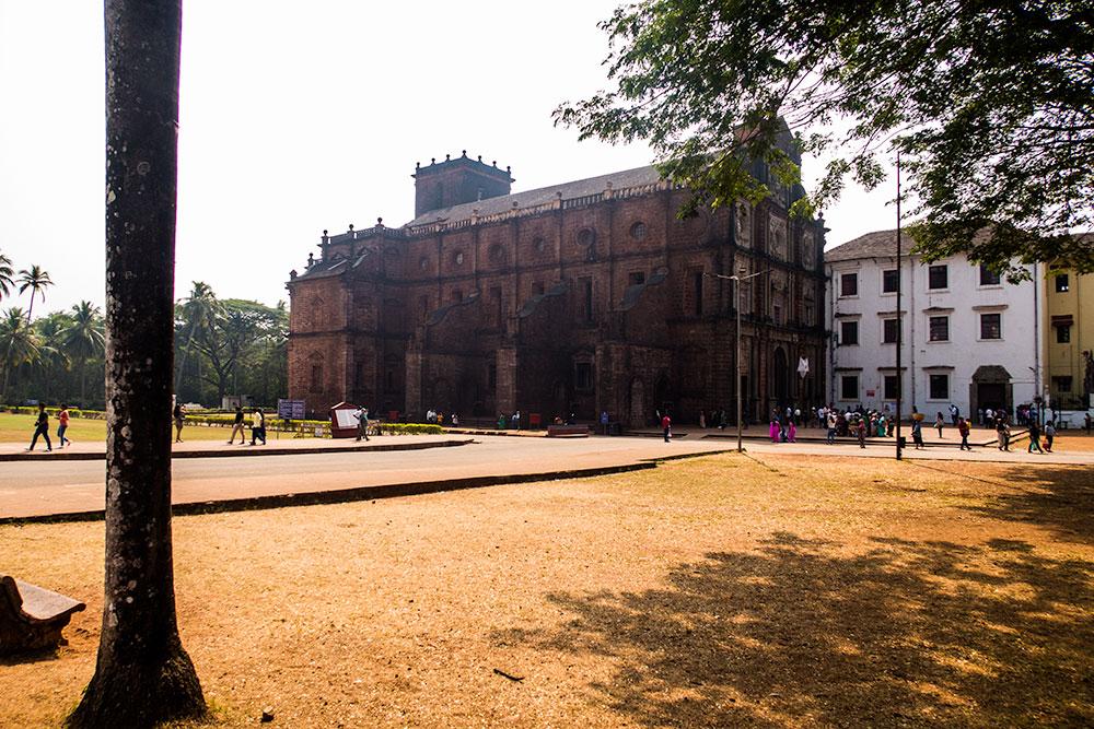 Basilica of Bom Jesus in Old Goa | Happymind Travels