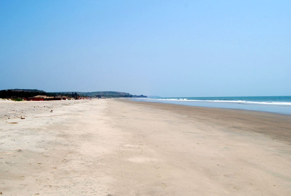 Mandrem Beach in Goa - Photo by Paul Mannix | Happymind Travels