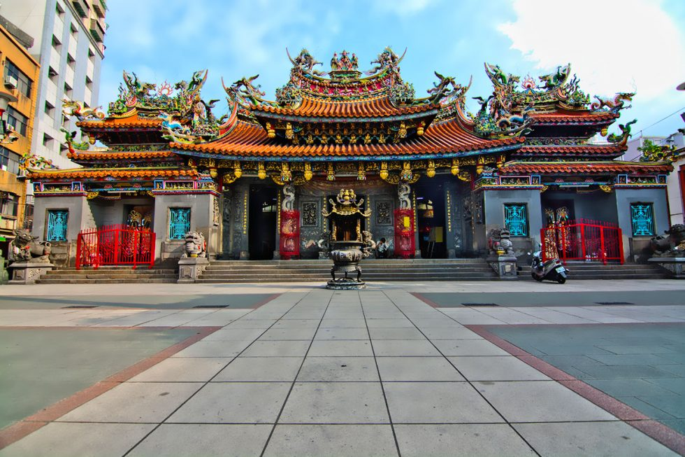 Jing Fu Gong Temple in Taoyuan - Taiwan | Happymind Travels