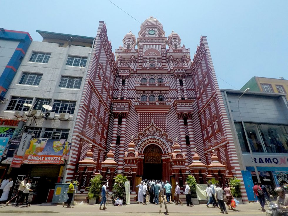 Jami ul-Alfar Mosque, Colombo - Sri Lanka | Happymind Travels
