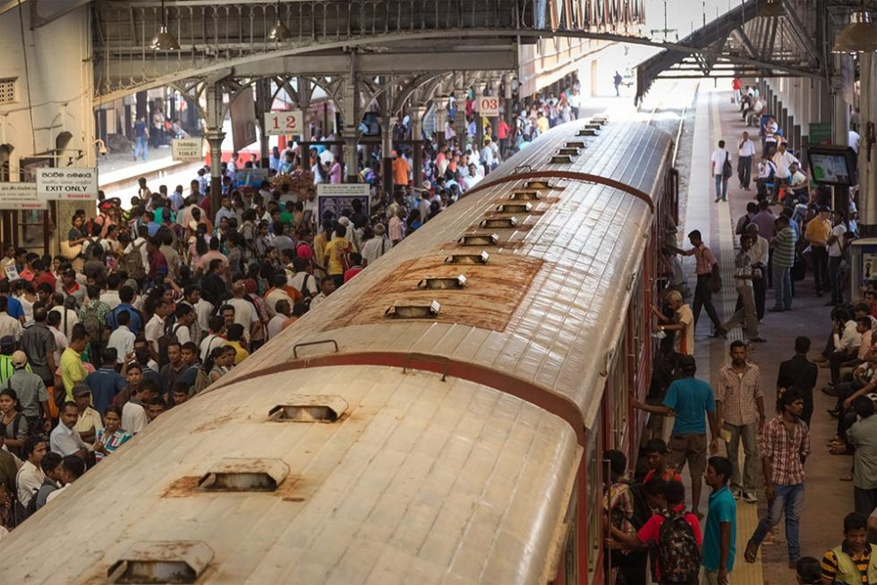 Transport in Sri Lanka - Confusion at the train station | Happymind Travels