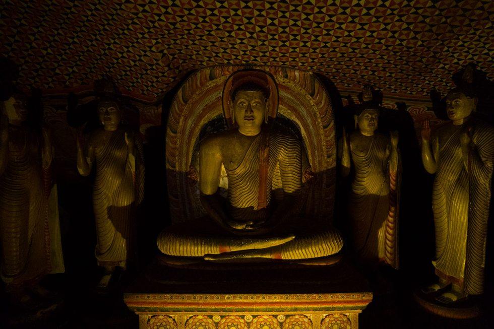 Statues within the Dambulla Caves - Sri Lanka | Happymind Travels