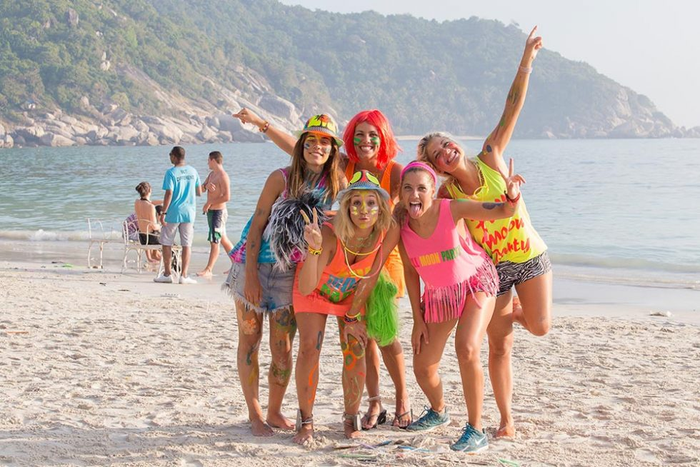 Girlfriends already painted for Full Moon Party in Koh Phangan | Happymind Travels