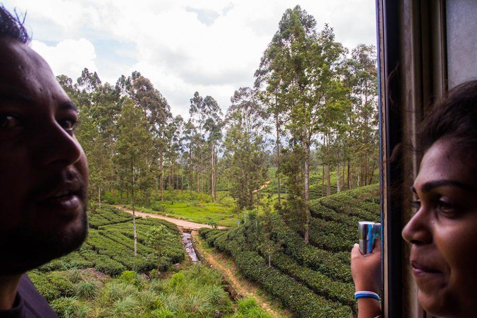Couple blocking the landscape on the journey from Kandy to Ella - Sri Lanka | Happymind Travels