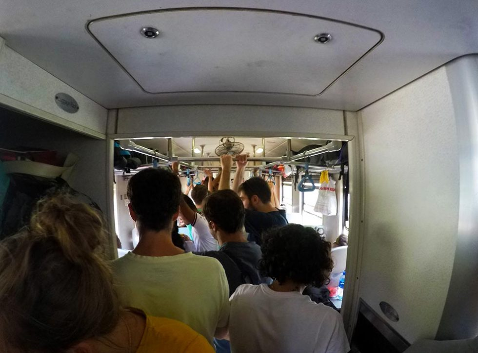 Confusion inside the Kandy train for Ella - Sri Lanka | Happymind Travels