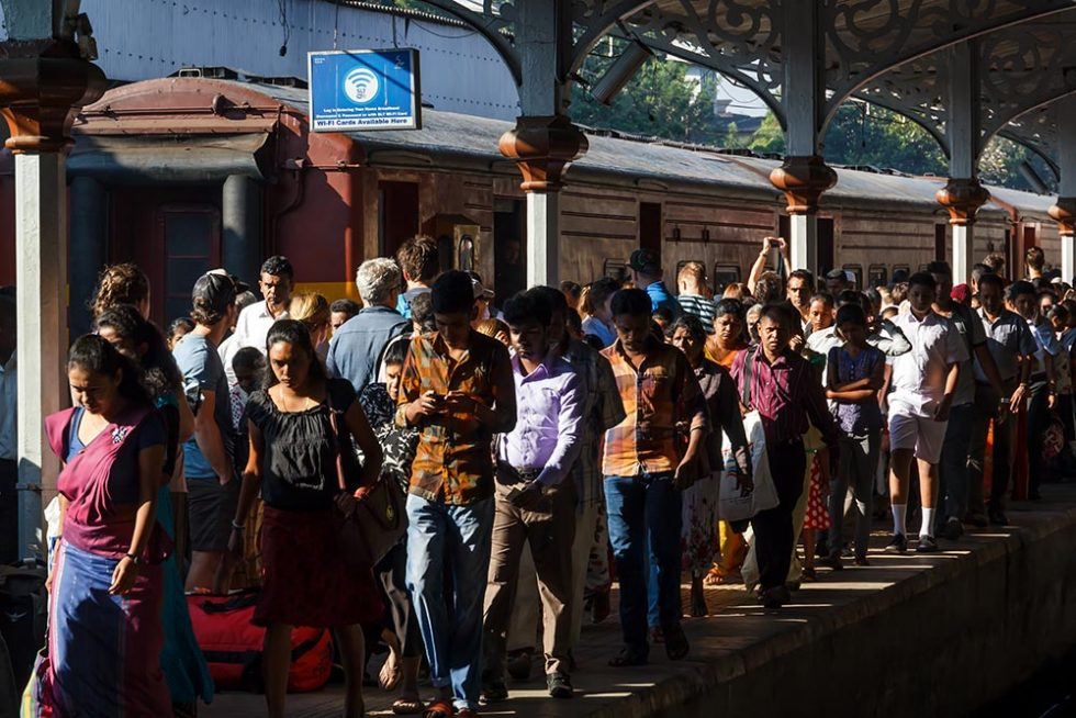 Crowd on the train platform in Sri Lanka | Happymind Travels