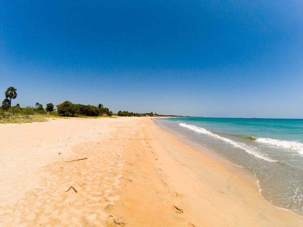 Nilaveli Beach - Sri Lanka | Happymind Travels
