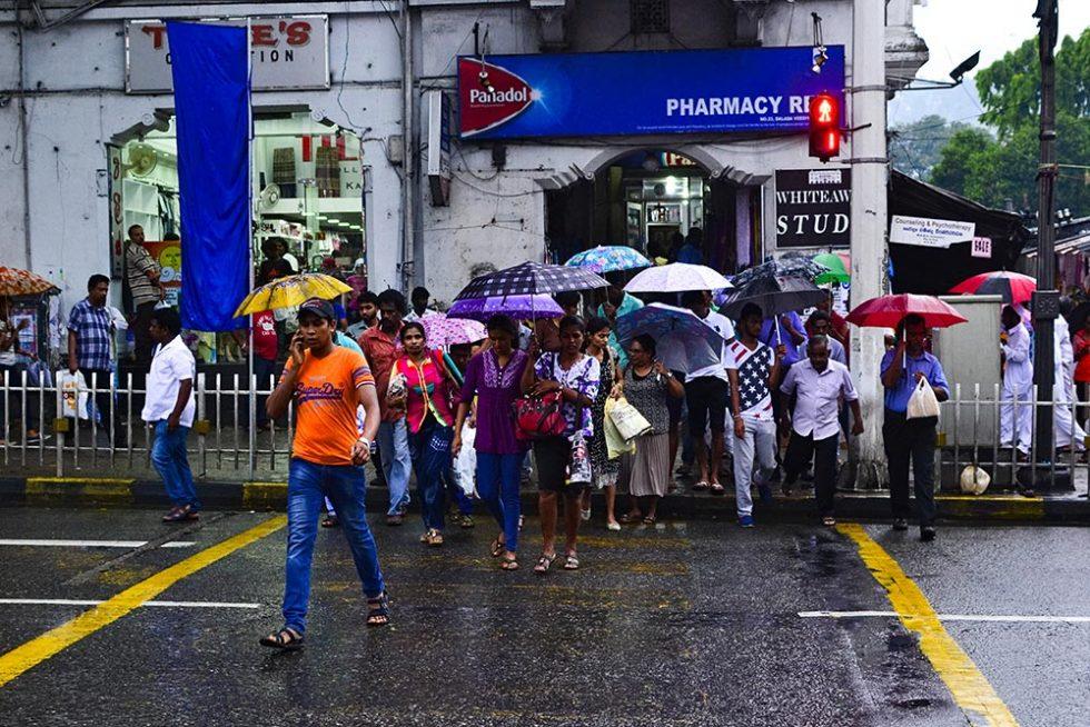 Sri Lanka Weather - The streets in Sri Lanka during bad weather | Happymind Travels