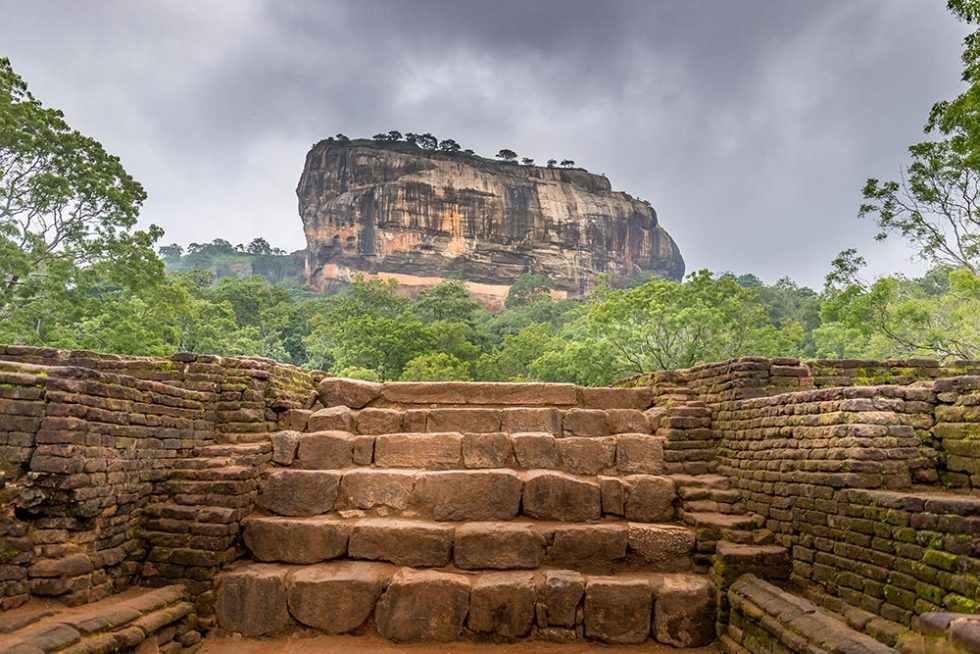 Clouds covering the stone of Sigiriya - Sri Lanka | Happymind Travels