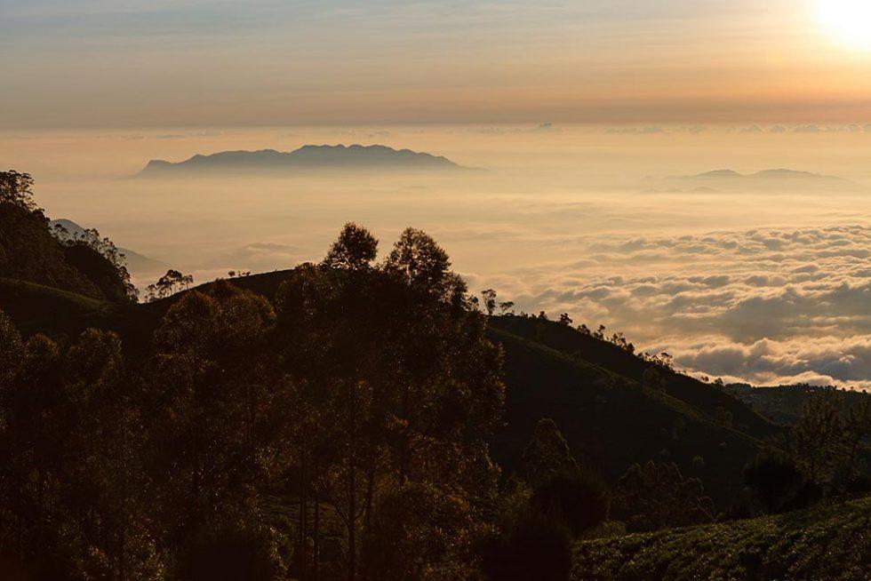 Liptons Seat em Ella, Sri Lanka durante o anoitecer | Happymind Travels