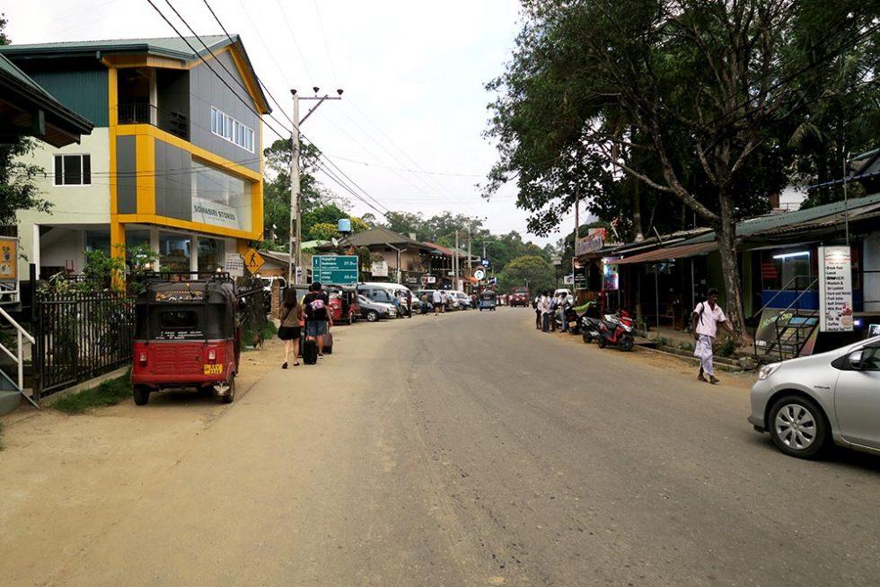 Main Street in Ella, Sri Lanka | Happymind Travels