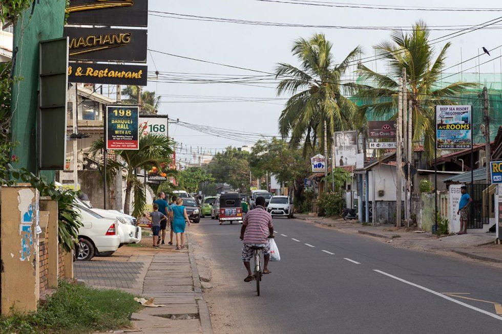 Rua principal de Negombo, no Sri Lanka   Happymind Travels