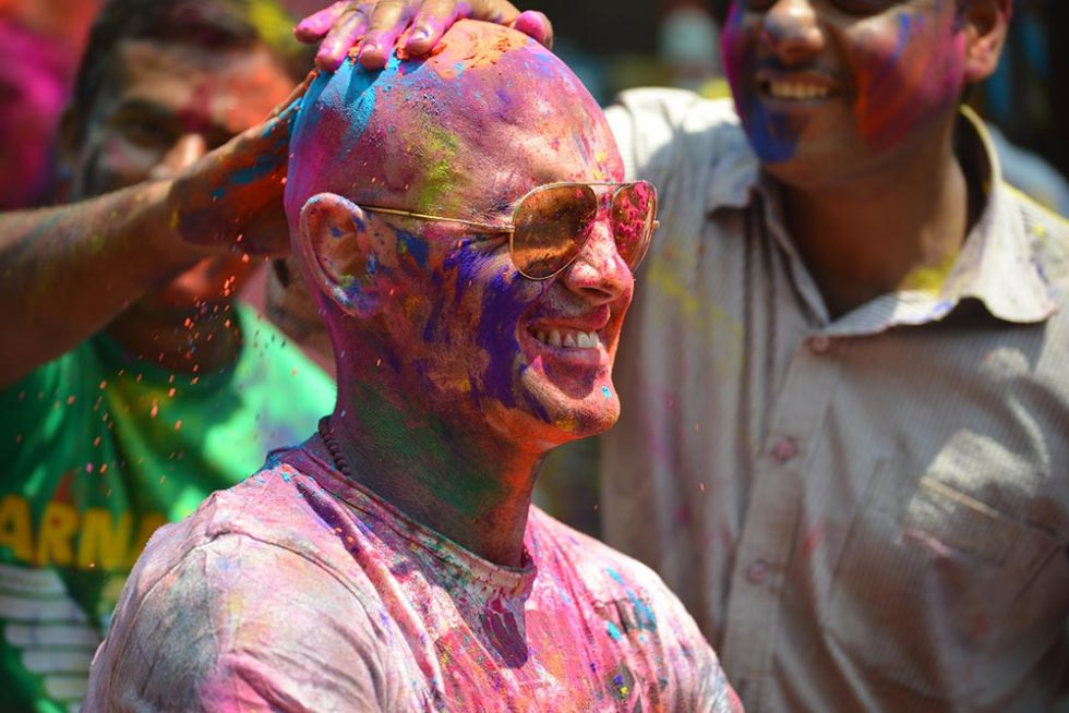 Backpacker to be painted during the Holi Festival in India | Happymind Travels
