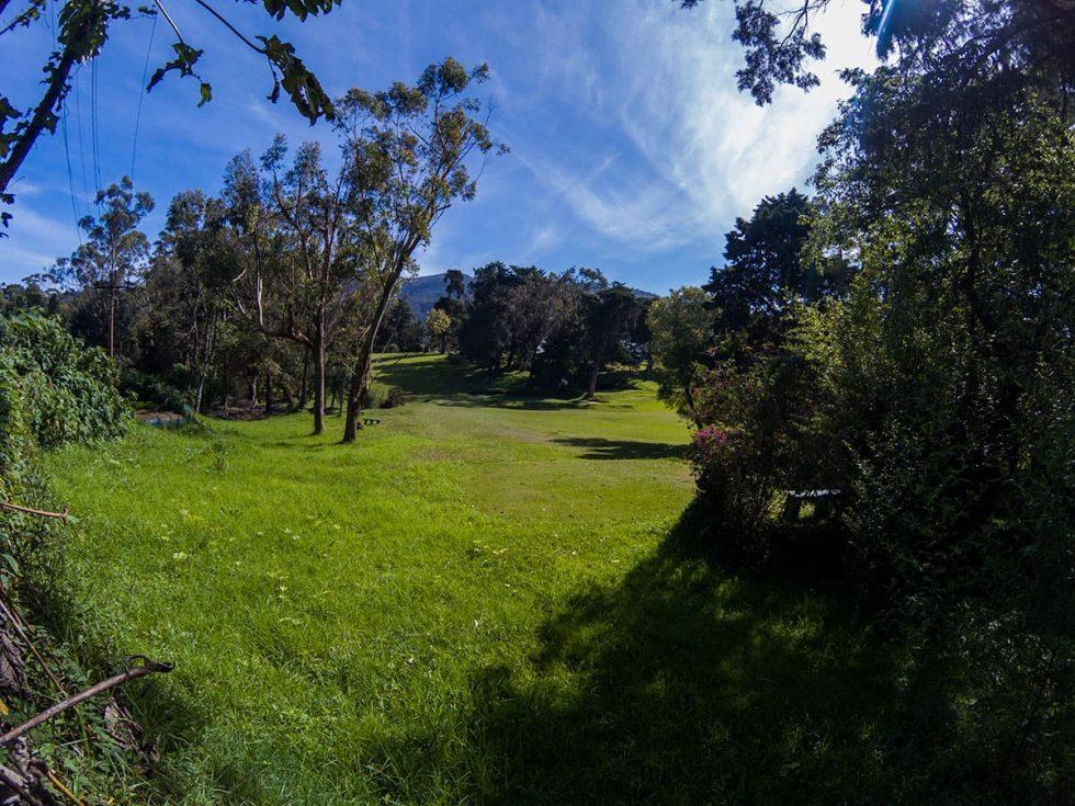 Golf Course in Nuwara Eliya, Sri Lanka | Happymind Travels