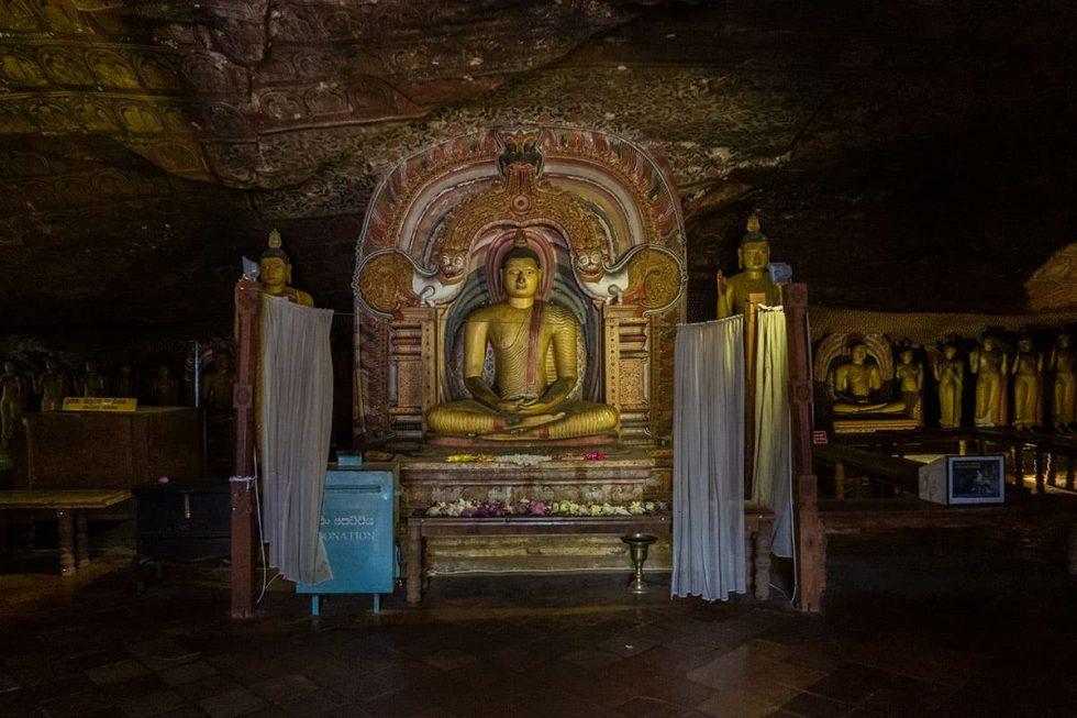 Dambulla Cave Temple - Devaraja Viharaya Cave, Sri Lanka | Happymind Travels