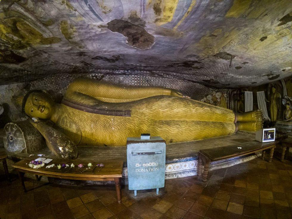 Dambulla Cave Temple - Cave de Devaraja Viharaya, Sri Lanka | Happymind Travels
