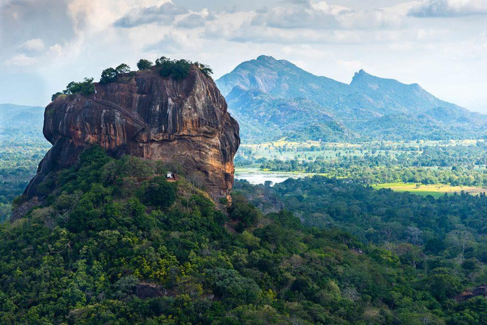 Vista ao longe do Palácio de Sigiriya, Sri Lanka | Happymind Travels